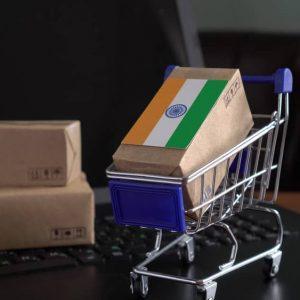 Paketboxen mit indischer Flagge