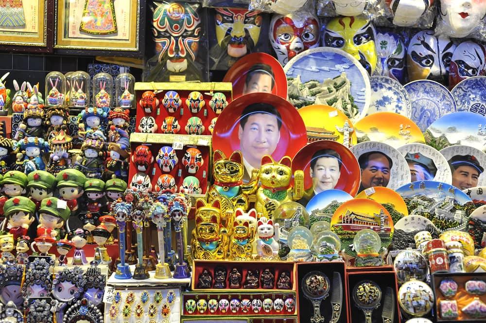 XiXi Jinping im Souvenirladen